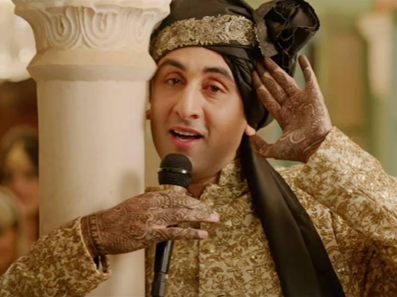 Ranbir Kapoor's mehendi swag is breaking the internet!